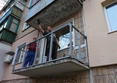 фото металлический каркас балкона работа Окна Prof 001
