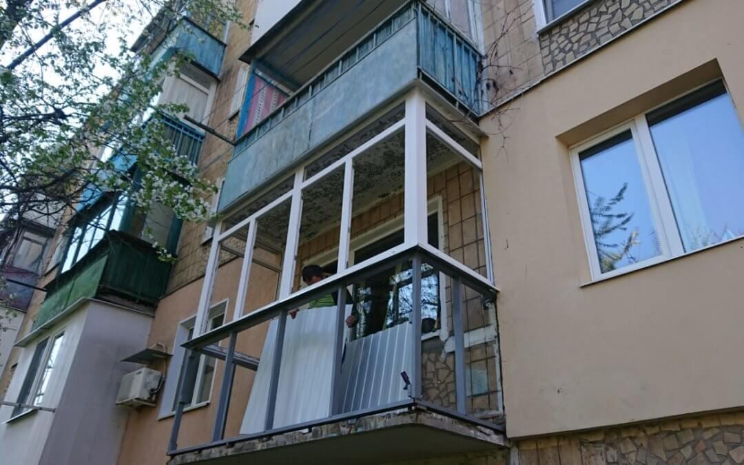 Ремонт балкона в хрущевке: остекление и дизайнерские решения
