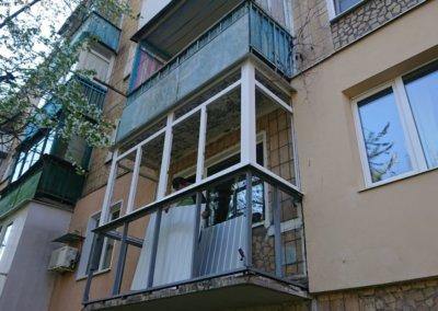 картинка пластиковый балкон обшитый профнастилом в Донецке ремонт балкона Окна Prof 011