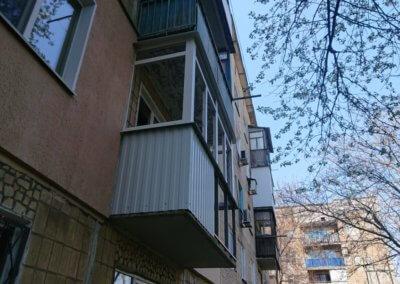 фото пластиковый балкон обшитый профнастилом в Донецке ремонт балкона Окна Prof 008