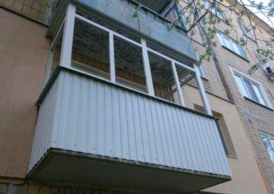 фото пластиковый балкон обшитый профнастилом в Донецке ремонт балкона Окна Prof 005