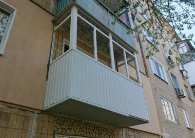 фото пластиковый балкон обшитый профнастилом в Донецке ремонт балкона Окна Prof 004