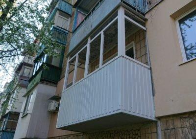 фото пластиковый балкон обшитый профнастилом в Донецке ремонт балкона Окна Prof 003