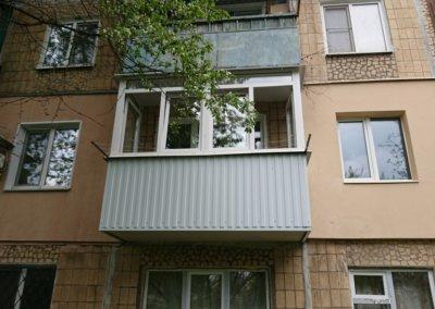фото пластиковый балкон обшитый профнастилом в Донецке ремонт балкона Окна Prof 001