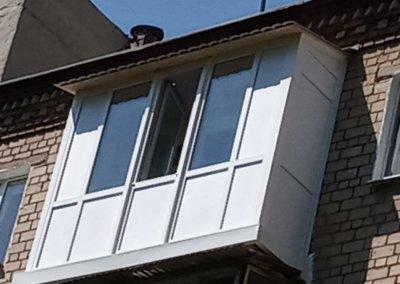 фото пластиковый французский балкон ул Федора Зайцева город Донецк вид вблизи