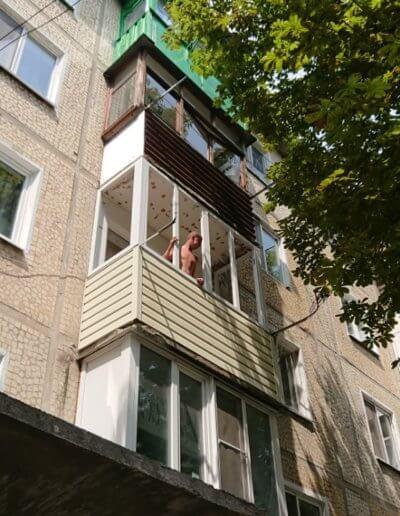 фото пластиковый каркасный балкон в Донецке ул Крамарчука
