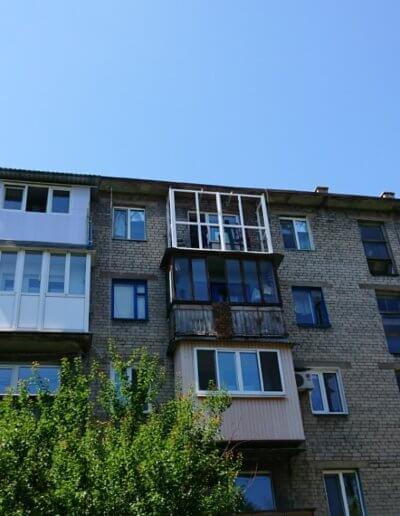 фото установка французского балкона Донецк ул Газеты Комсомолец Донбасса компанией Окна Проф вид с улицы