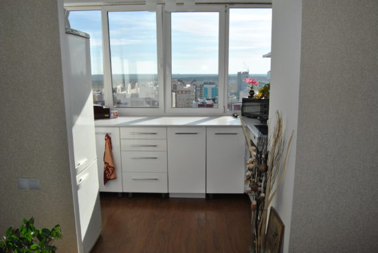 картинка кухонный шкаф на балконе