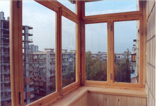 картинка балкон с деревянной рамой
