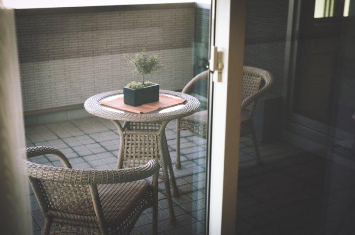 картинка кофейня на балконе