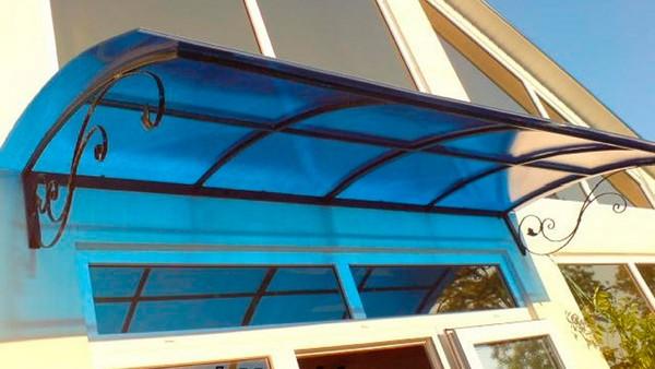 картинка козырек над балконом из поликарбоната