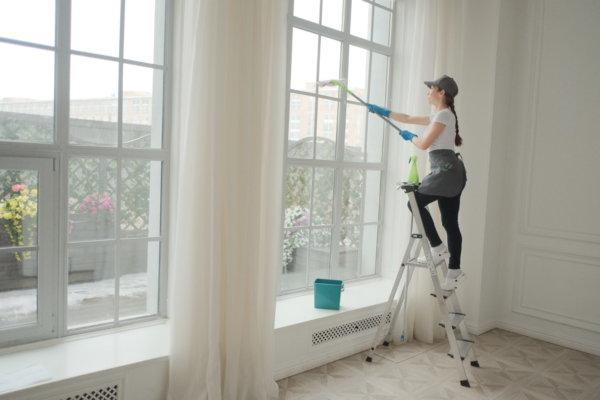 картинка мытье высоких окон