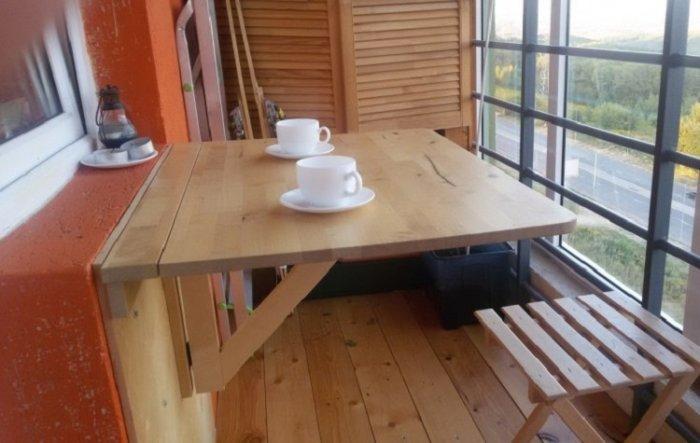 картинка столик на балкон