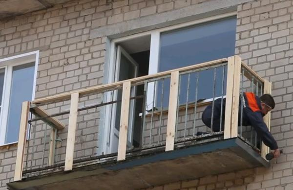 картинка установка балкона
