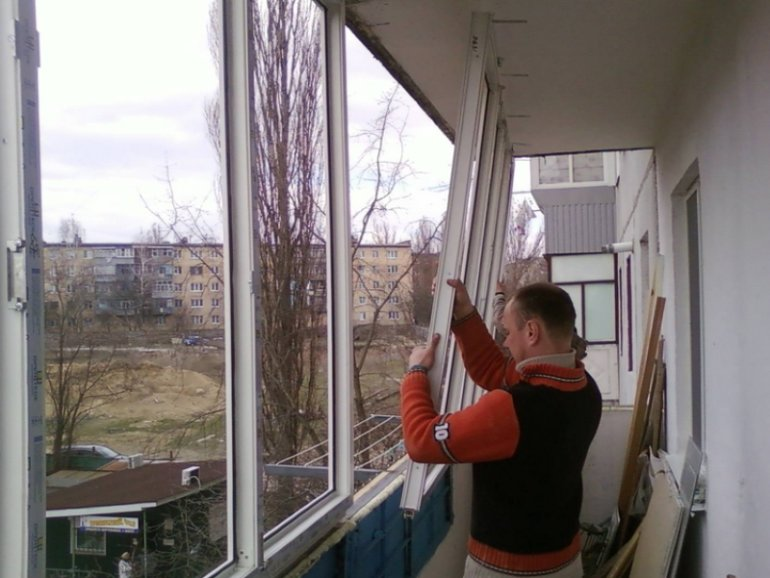 Установка пластиковых окон на балконе и лоджии