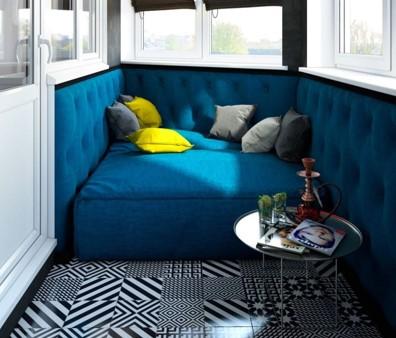 картинка диван с подушками