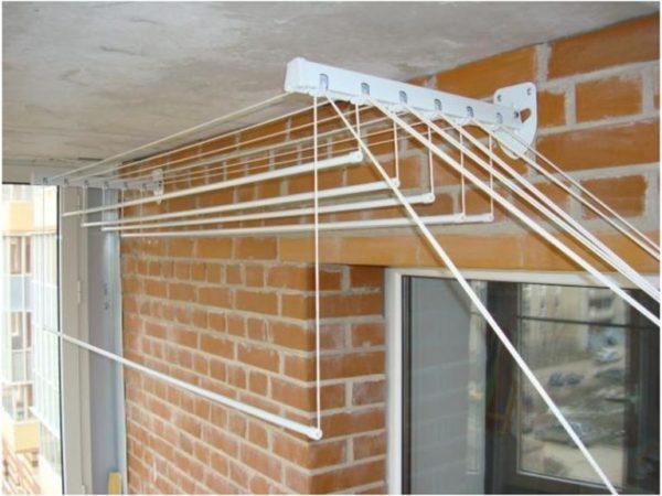 картинка лиана для сушки белья на балконе