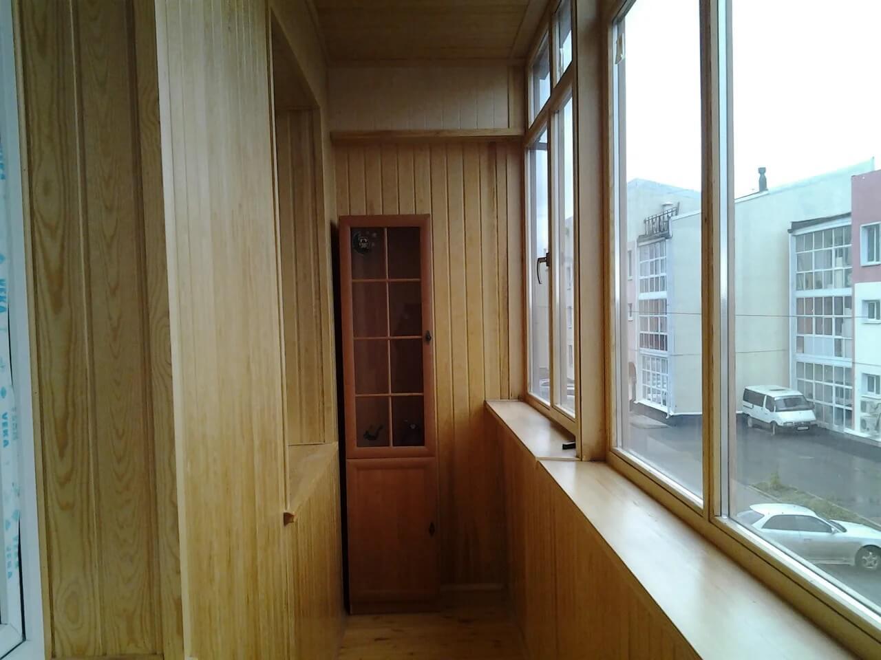 картинка деревянный балкон