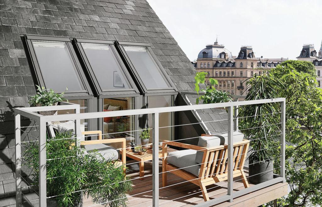 картинка дизайн широкого балкона на мансарде