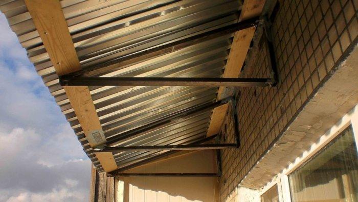 картинка крыша на балконе последнего этажа