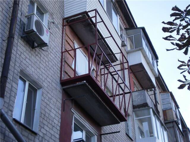 картинка металлический каркас балкона