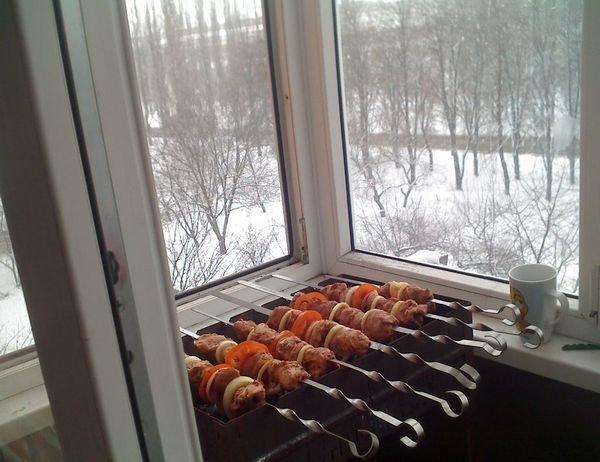 картинка шашлык на балконе