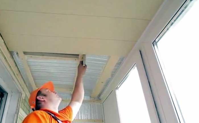 Как сделать потолок из пластиковых панелей на балконе