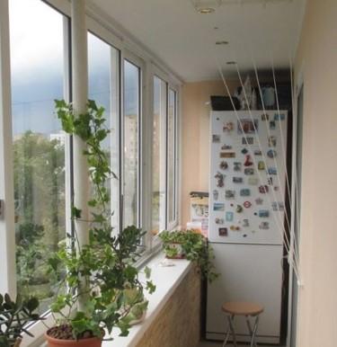 картинка холодильник на балконе