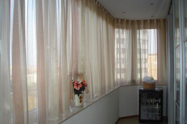 картинка шторы на балконе