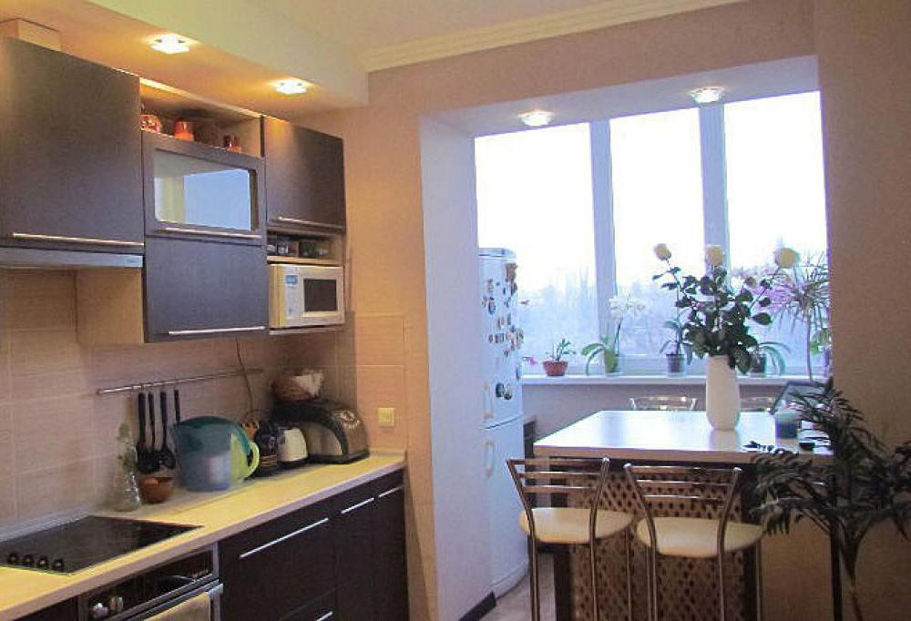 картинка кухня, совмещенная с балконом
