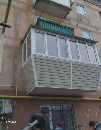 фото балкон с выносом Горловка работа Окна Проф 002