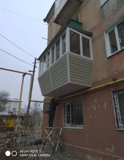 фото балкон с выносом Горловка работа Окна Проф 003