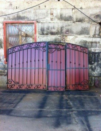 фото ворота с калиткой в Донецке 012