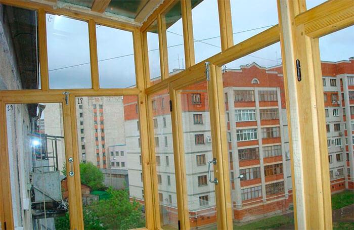 картинка деревянные рамы на балконе