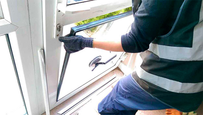 картинка замена стеклопакета балконной двери
