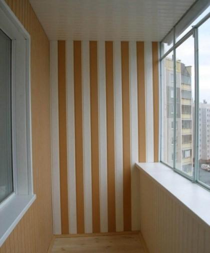 картинка отделка балкона сайдингом