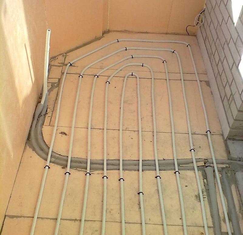 картинка водяное отопление на балконе