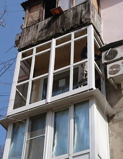 фото французское остекление балкона в Донецке ул Семашко д14 Окнапроф 001