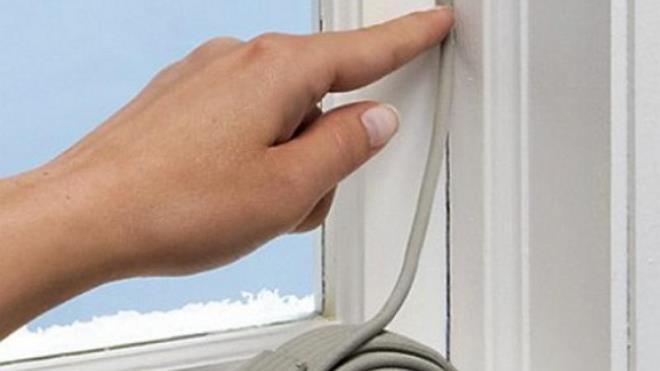 Чем заклеить окна на зиму?