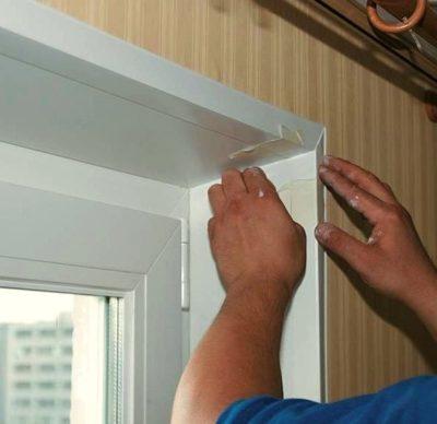 Как приклеить уголки на откосы окна