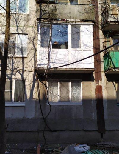 фото французский балкон в Харцызске мк-н Юбилейный установка ОкнаПроф 001