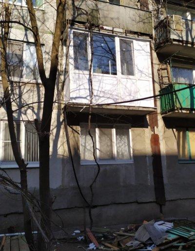 фото французский балкон в Харцызске мк-н Юбилейный установка ОкнаПроф 002