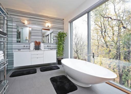 картинка окно в ванной во всю стену