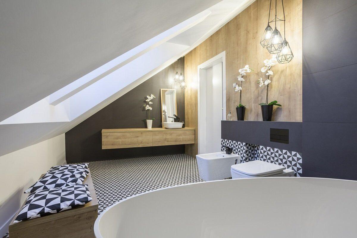 картинка Ванная комната с мансардным окном