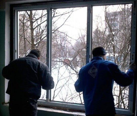 Когда лучше ставить пластиковые окна