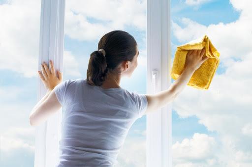 картинка женщина моет окно