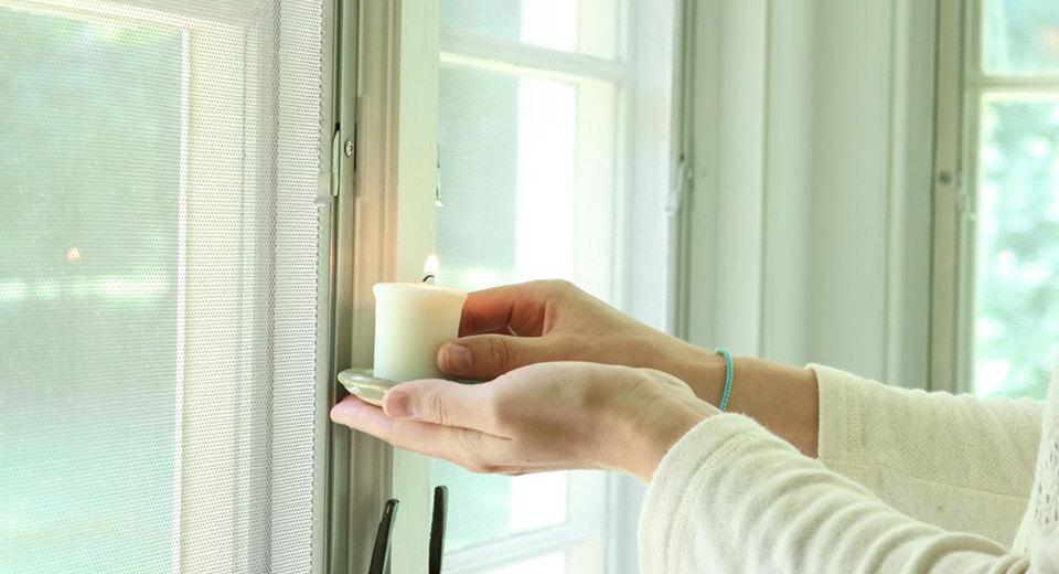 картинка женщина держит свечу
