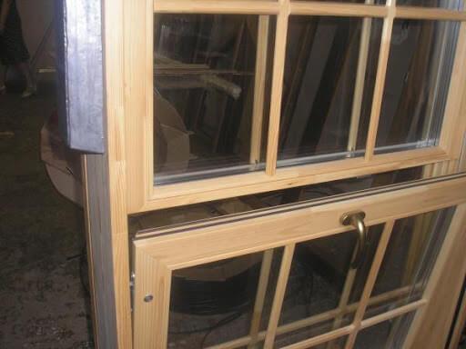 картинка деревянные вертикальные окна