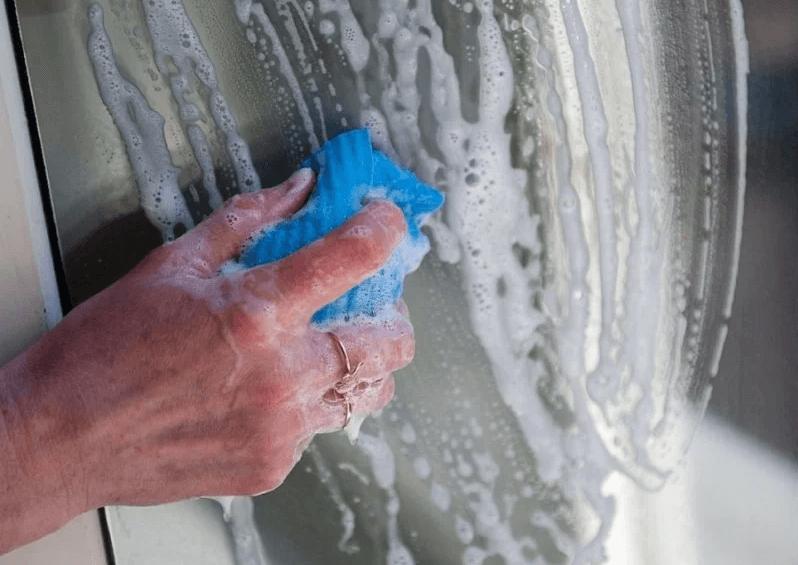 картинка мытье окон мыльным раствором