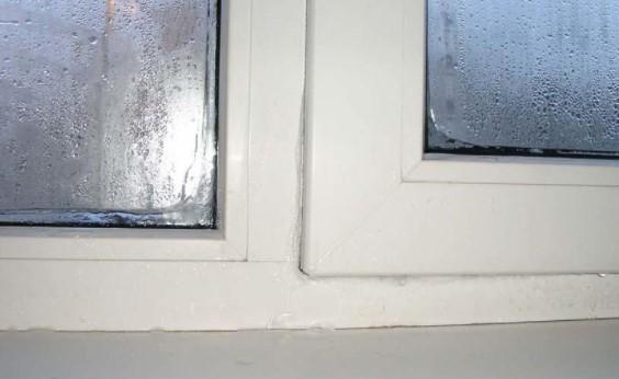 картинка подтекает пластиковое окно